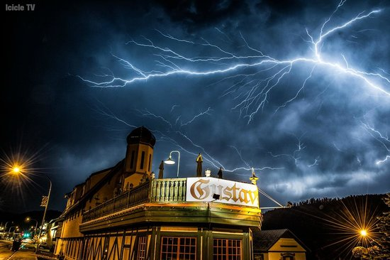 Gustav's : ICICLE TV CAUGHT THIS AMAZING LIGHTNING STORM.
