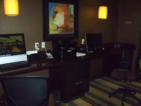 Best Western Premier Freeport Inn & Suites : Business Center