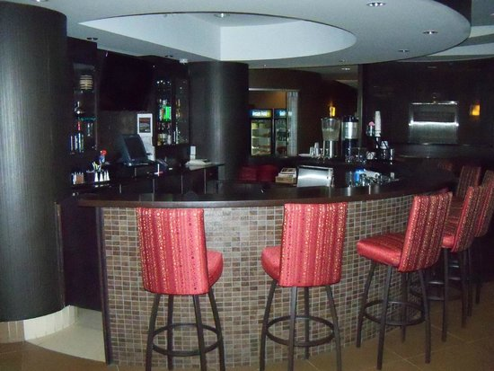 Best Western Premier Freeport Inn & Suites : Bar