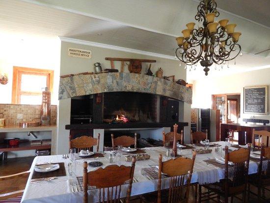 Madi-Madi Karoo Safari Lodge: dining in the main lodge