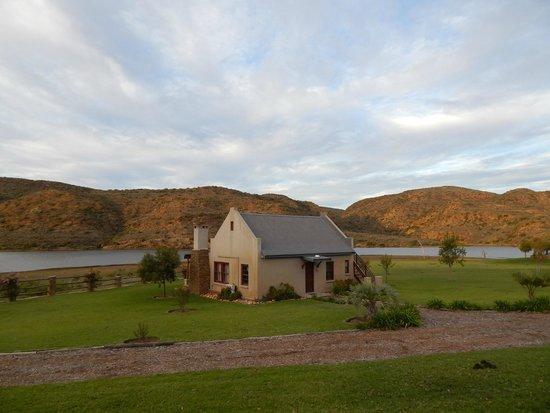 Madi-Madi Karoo Safari Lodge: riverfront executive cottage