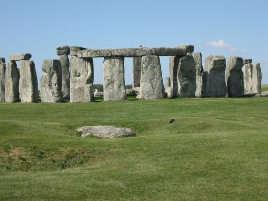 Archaeologist Guided Tours: Stonehenge in morning sun