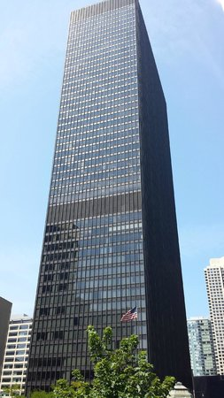 Chicago Elevated: Where did all the ornamenting and gargoyles go?