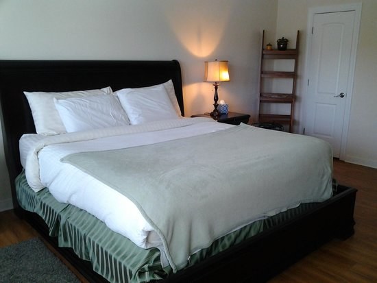 Acorn Hill Lodge and Spa: Comfy bed