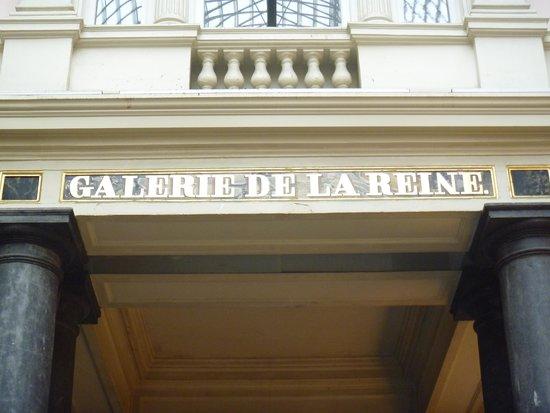 Les Galeries Royales Saint-Hubert: 途中の表示