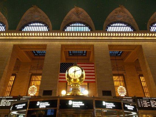 Grand Central Terminal: Elegancia y majestuosidad en el salón central