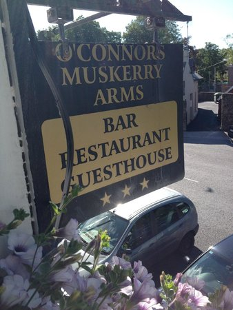 Muskerry Arms: Sign outside of our room