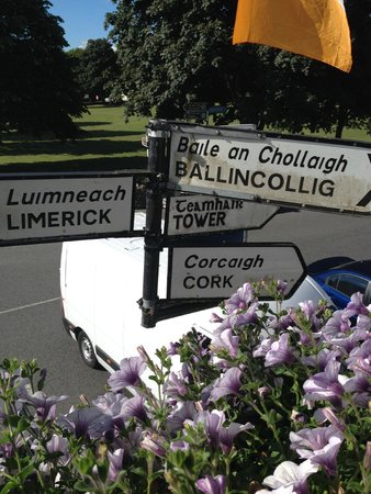 Muskerry Arms Boutique Lodging: streets signs outside of our window