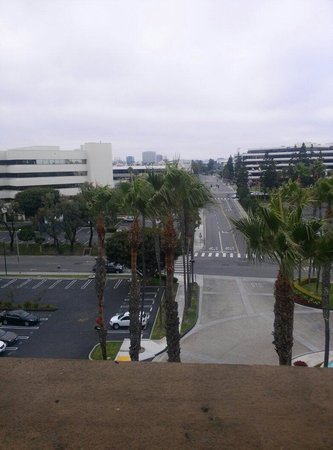 Manhattan Beach Marriott: Out window of our room 615