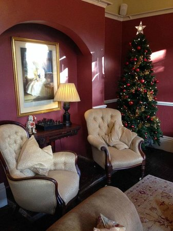 Marmadukes Town House Hotel: They had the hotel beautifully decorated for Christmas.