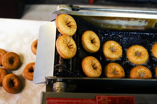 Cold Hollow Cider Mill: donuts