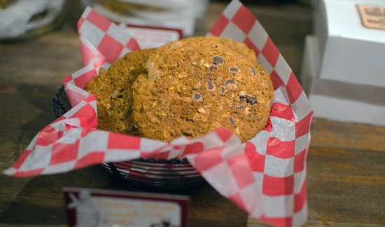 Cold Hollow Cider Mill: cookies