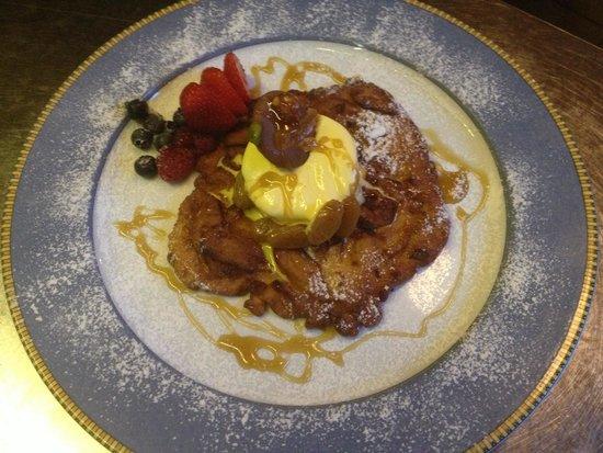 Ristorante Terrazza Barchetta: Frittella di mele gelato e miele