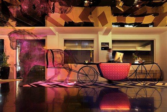 Adelphi Hotel : Hotel reception