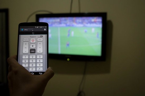 La Bella Casa: my cellphone as a remote for the tv
