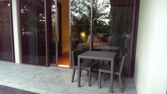 Capella Singapore: View from garden into the villa