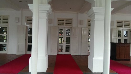 Capella Singapore: Entrance to hotel