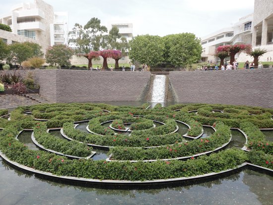 Centro Getty: The labyrinth pond