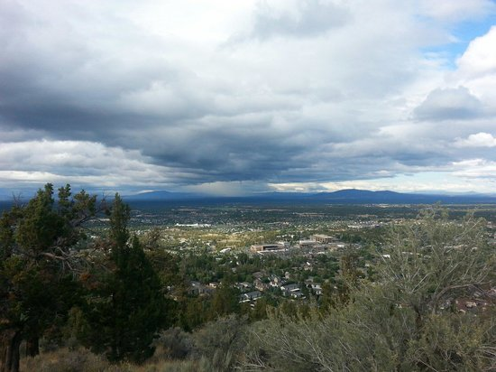 Pilot Butte State Scenic Viewpoint: Pilot Butte