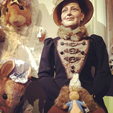 The World of Beatrix Potter: Static displays in the entrance.