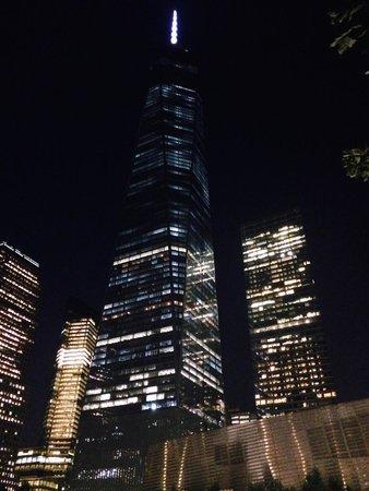 Mémorial du 11-Septembre : 9/11 Memorial at night