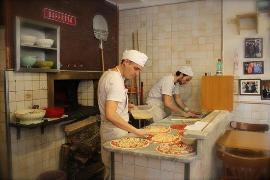 Pizzeria da Baffetto : Making our pizzas