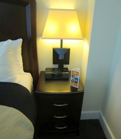 The Strand Hotel : Bedside table