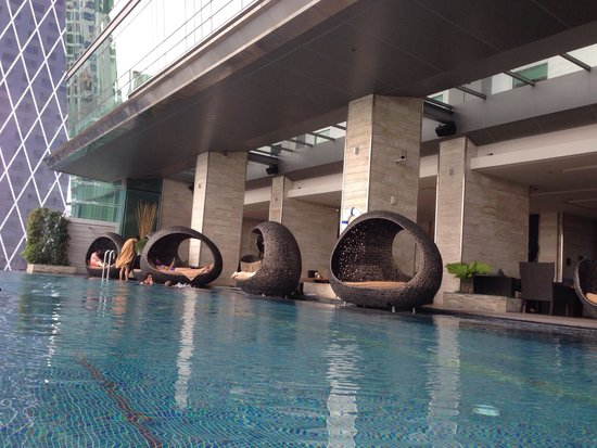 Eastin Grand Hotel Sathorn : Pool view