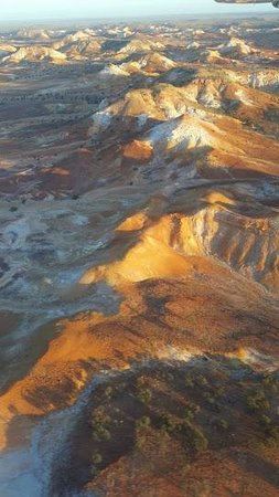 William Creek, أستراليا: View the Anna Creek Painted Hills with Wrightsair.