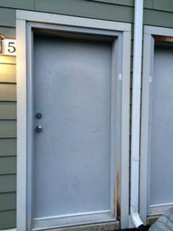 Tanglewood Golf Course and Condos: Rusty door frame