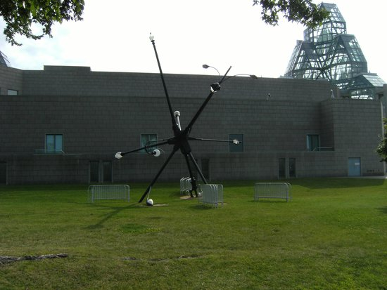 National Gallery of Canada: Light post sculpture