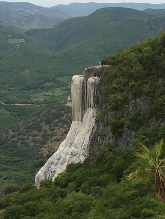 Hierve el Agua: Couldn't get to the top over there, but this view is still amazing. Wanna go again and take a pi