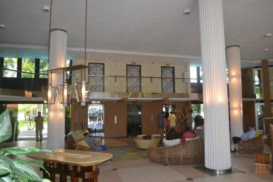 Renaissance Aruba Resort & Casino: Lobby