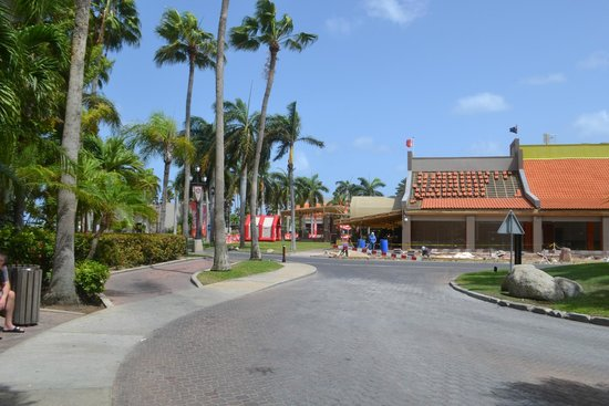Renaissance Aruba Resort & Casino: Just outside the front of the resort