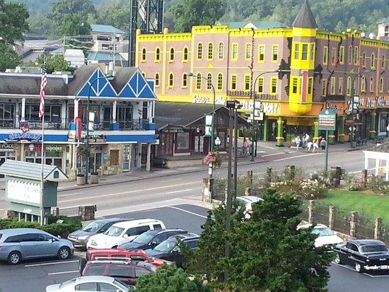 Gatlinburg Inn: Balcony day view