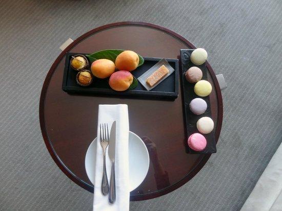 Mandarin Oriental, Paris : Welcome Treat, fruit and apricots