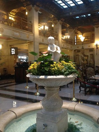 The Historic Davenport, Autograph Collection: The lobby fountain