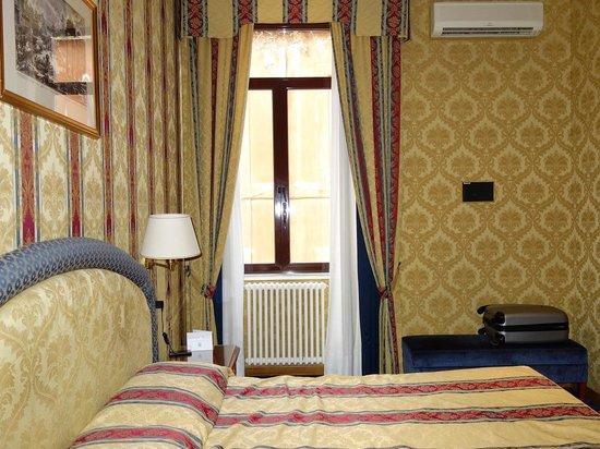 Raffaello Hotel : bedroom
