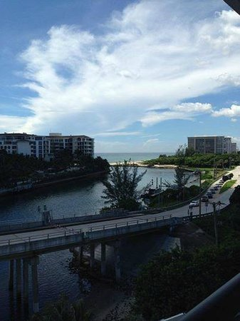 Waterstone Resort & Marina Boca Raton, Curio Collection by Hilton: Balcony ocean view