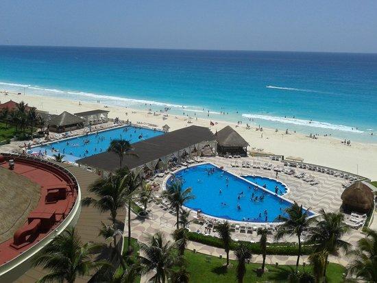 Crown Paradise Club Cancun: La plage durant le jour