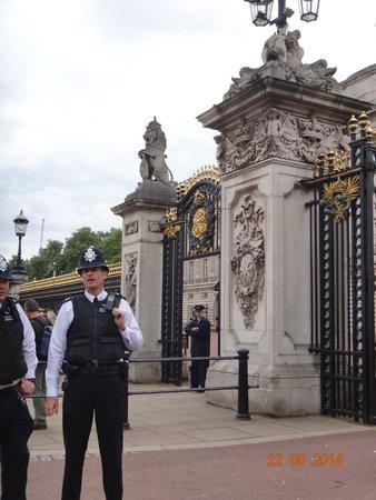 Buckingham Palace: Essa polícia é bem severa