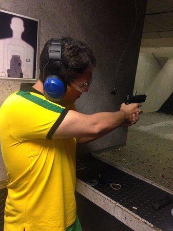 The Gun Store: Atirando com um Glock .45