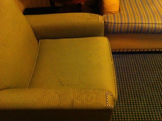 DoubleTree Suites by Hilton Hotel Lexington: King Room - dirty arm chair