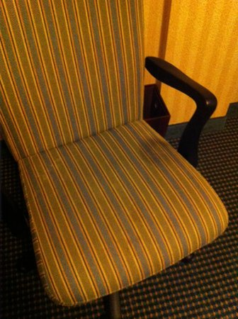DoubleTree Suites by Hilton Hotel Lexington: King Room - dirty desk chair