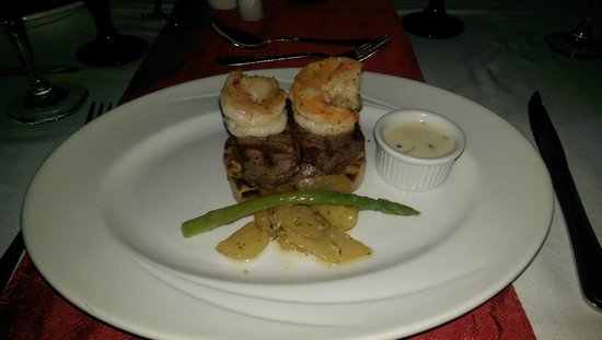 Galley Bay Resort: Surf and Turf at Ismays