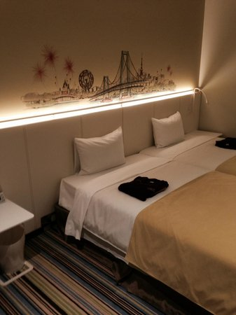 Ours Inn Hankyu: You can move the bed.
