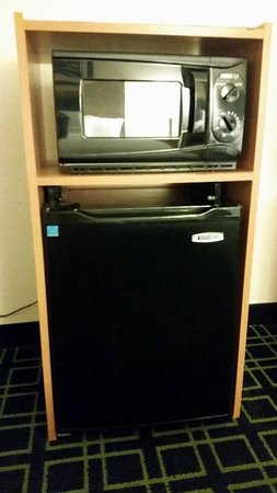 Fairfield Inn & Suites Fredericksburg: available microwave oven and mini refrigerator