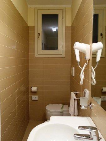 Hotel dei Macchiaioli: bathroom