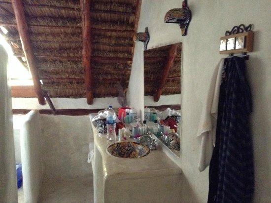 TulumBay Eco Beach: Bathroom with no door