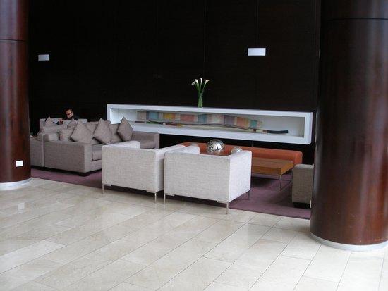 Dazzler Lima: Lobby